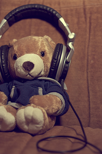 music-teddy-bear-wearing-headphones